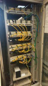 Unser Rack-Schrank mit Patchfeldern und Switches